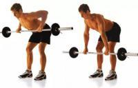 мужчина делает упражнение тяга штанги в наклоне