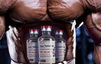 у мужчины на животе нарисованы банки стероидов